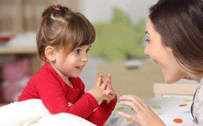 Εξηγώντας στο παιδί τη σπουδαιότητα της επικοινωνίας.